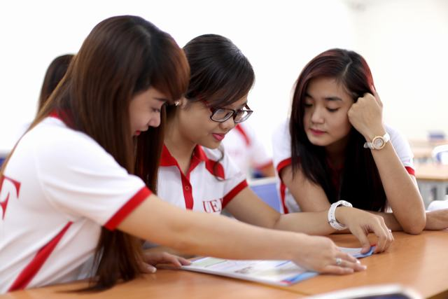 sinh viên Quản trị du lịch-  khách sạn UEF còn được chú trọng đào tạo ngoại ngữ và các kỹ năng mềm
