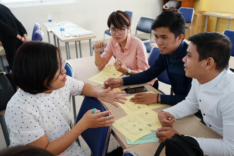 Quý thầy cô hào hứng tương tác cùng diễn giả, thảo luận về phương pháp giảng dạy tiếng Anh mới