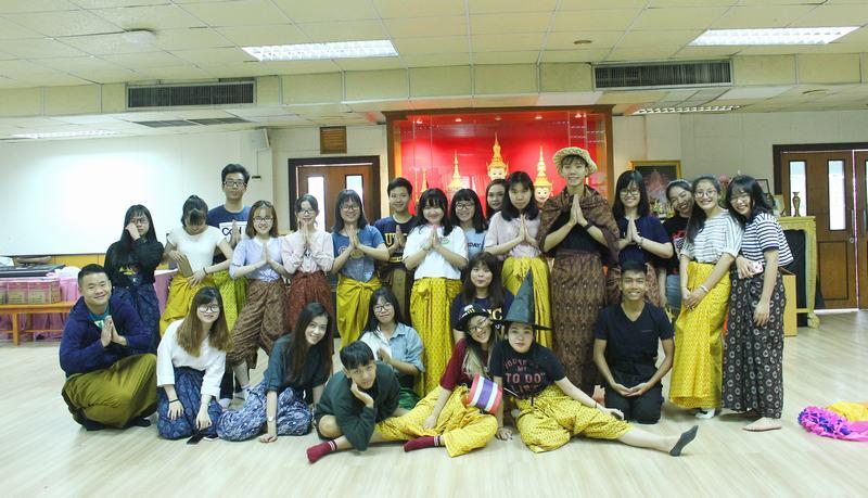 Sinh viên UEF vi vu học tập khắp các châu lục - 2