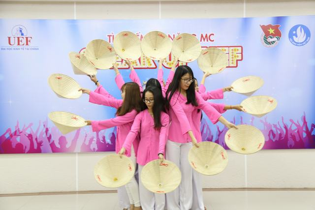 Liên hoan tiếng hát sinh viên UEF 1